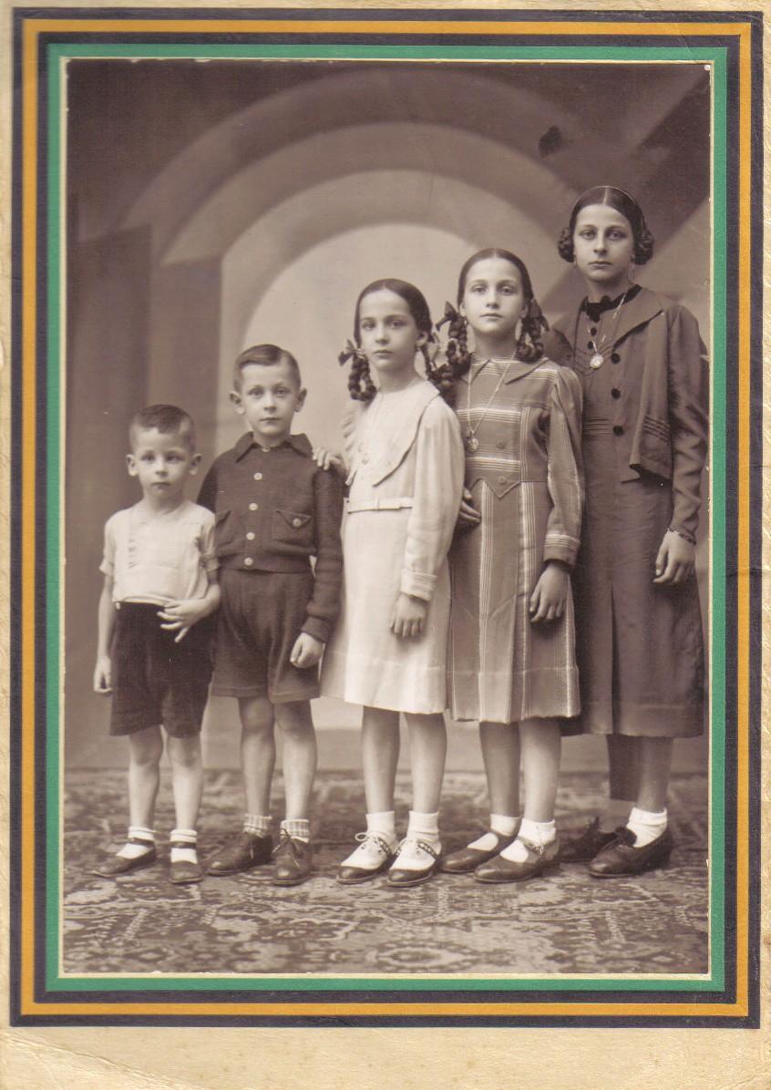 Pepita, Mercedes, Dolores, Jesús y José María de derecha a izquierda